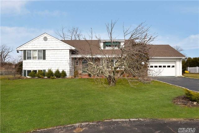 1069 Channel Dr, Hewlett Harbor, NY 11557
