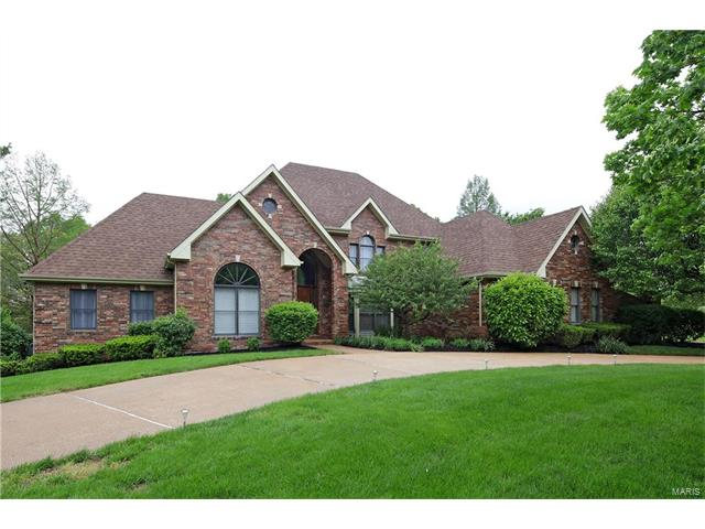 13517 Weston Park, Town and Country, MO 63131