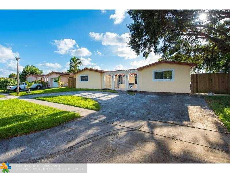 620 NW 93rd Ter, Pembroke Pines, FL 33024
