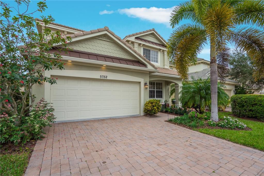 5752 SE Crooked Oak Avenue, Hobe Sound, FL 33455