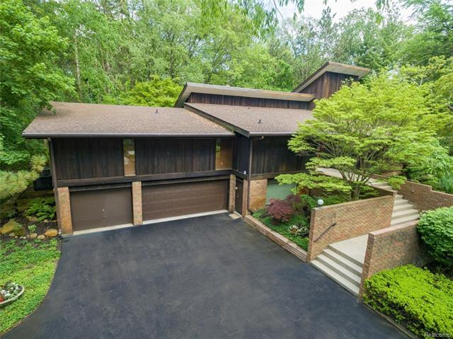 32860 WHATLEY Road, Franklin Vlg, MI 48025
