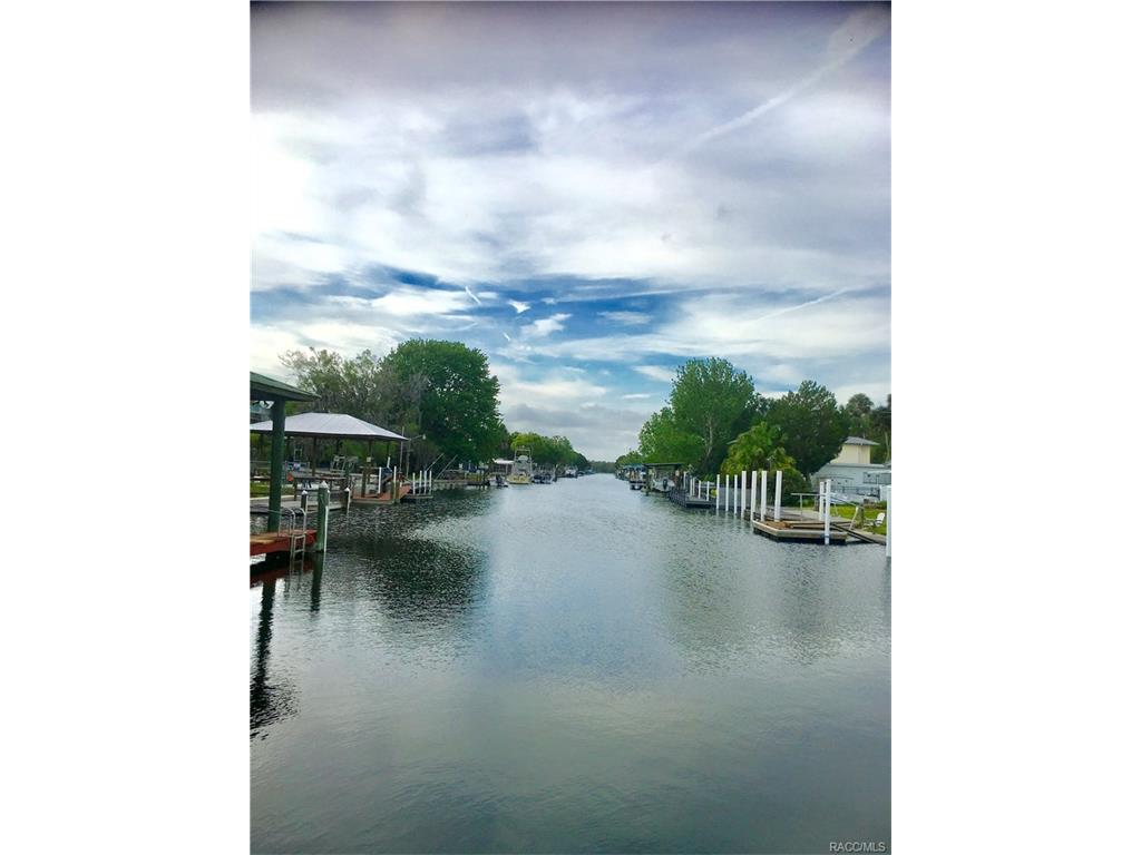 2550 N Comanche Point, Crystal River, FL 34429
