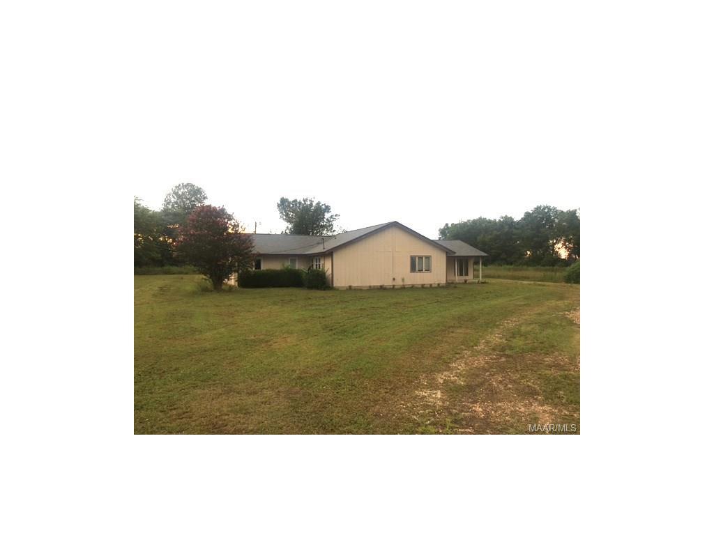 387 LAKE BERRY Lane, Lowndesboro, AL 36752