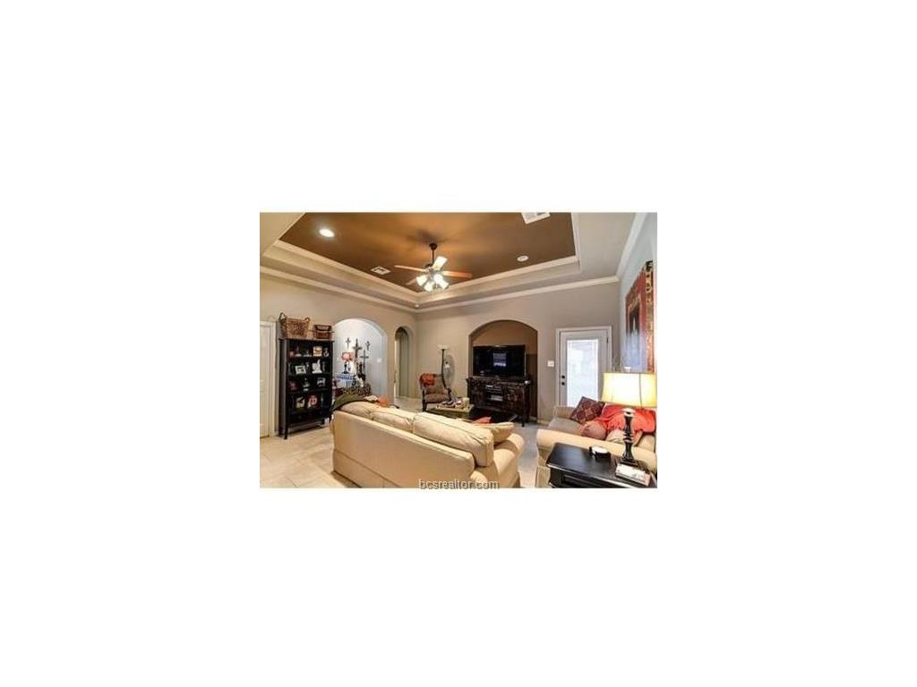 3318 KEEFER, College Station, TX 77845