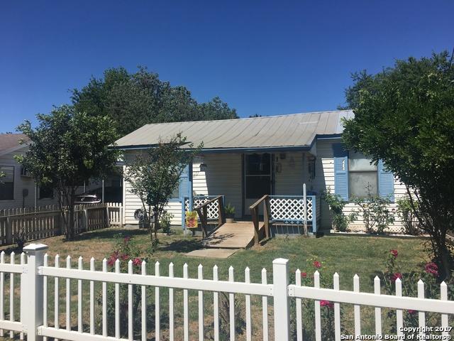 1611 BROWN AVE, Jourdanton, TX 78064