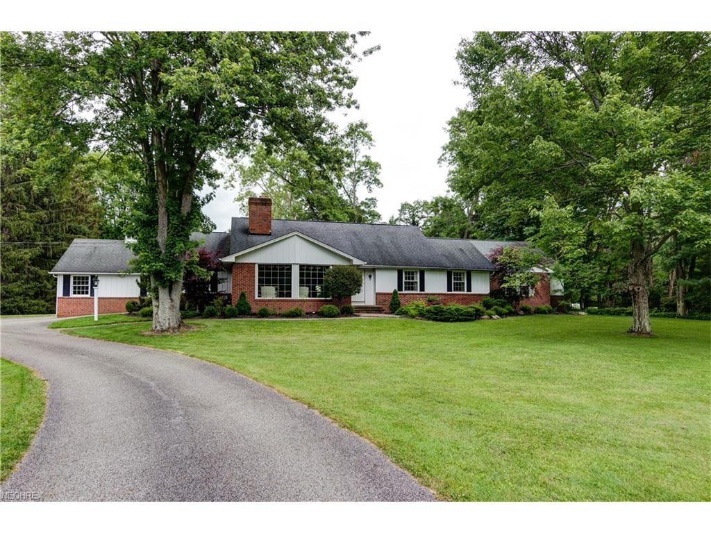 559 Riverview Rd, Gates Mills, OH 44040