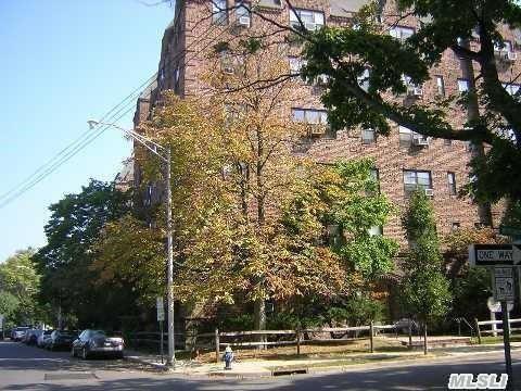 141 Wyckoff Pl, Woodmere, NY 11598