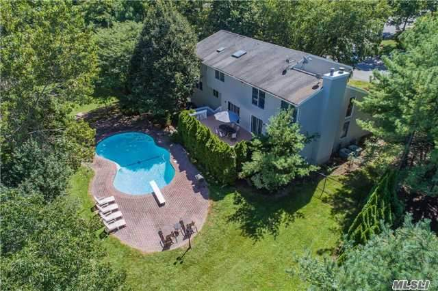 42 Peacock Dr, East Hills, NY 11576