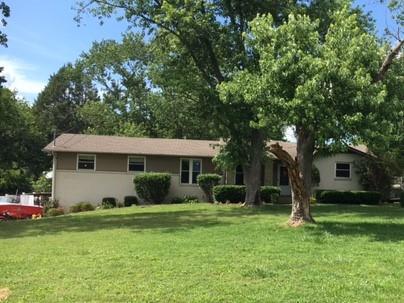 303 Cherokee Rd, Hendersonville, TN 37075