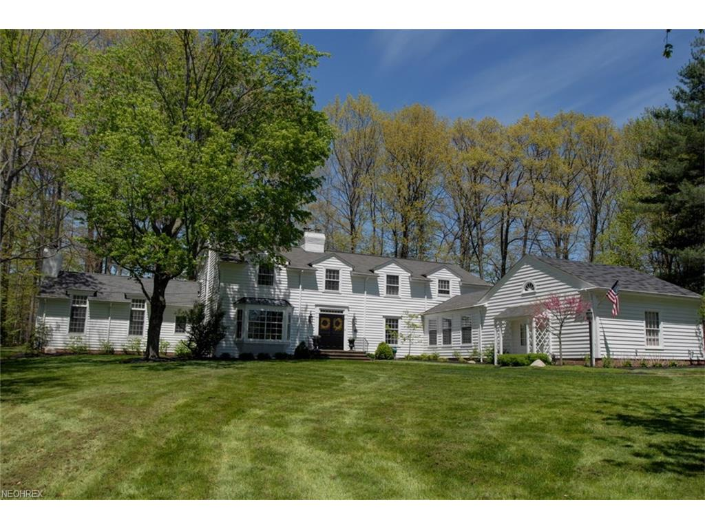 50 Mill Hollow Dr, Moreland Hills, OH 44022