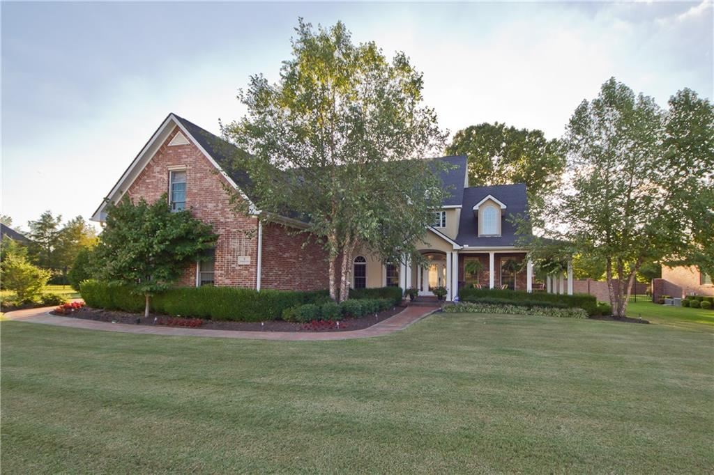 8 S Sherwood DR, Rogers, AR 72758