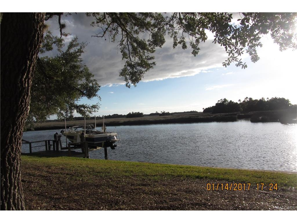 11598 W Bayshore Drive, Crystal River, FL 34429