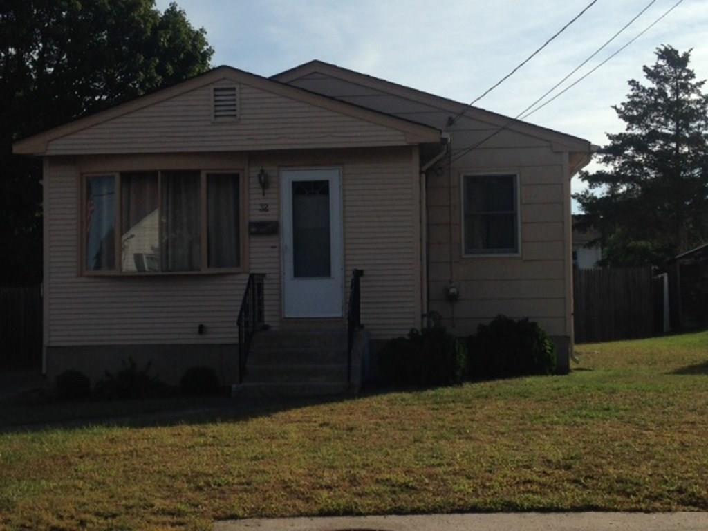 32 SWAN ST, North Providence, RI 02911