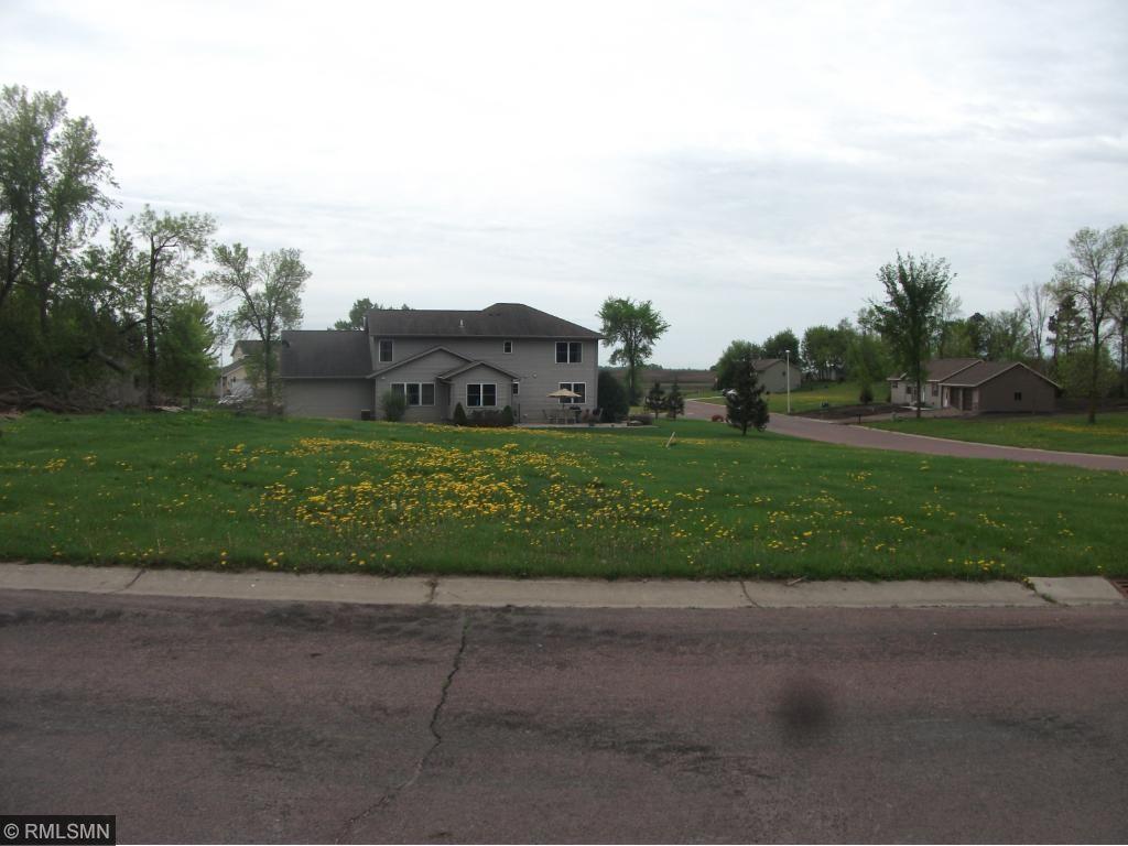 515 Cedar Ridge Avenue, Le Center, MN 56057