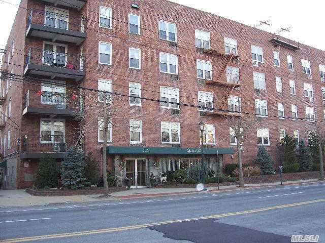 504 Merrick Rd, Lynbrook, NY 11563