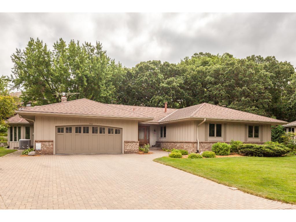 7202 Lakeview Circle, Bloomington, MN 55438