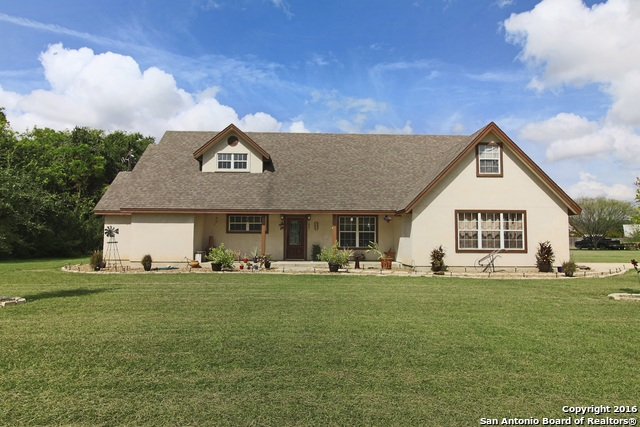 377 WOODLAKE DR, McQueeney, TX 78123