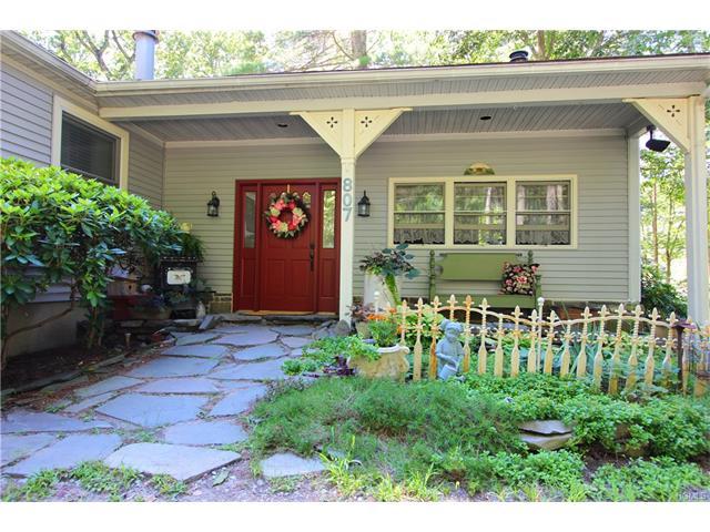 807 Oakland Valley Road, Cuddebackville, NY 12729