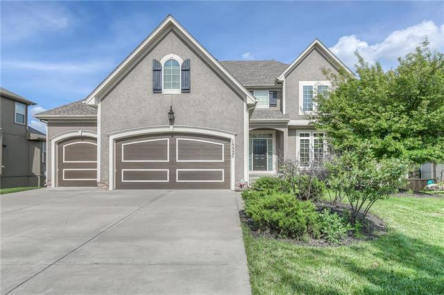 15527 Shawnee Drive, Overland Park, KS 66223