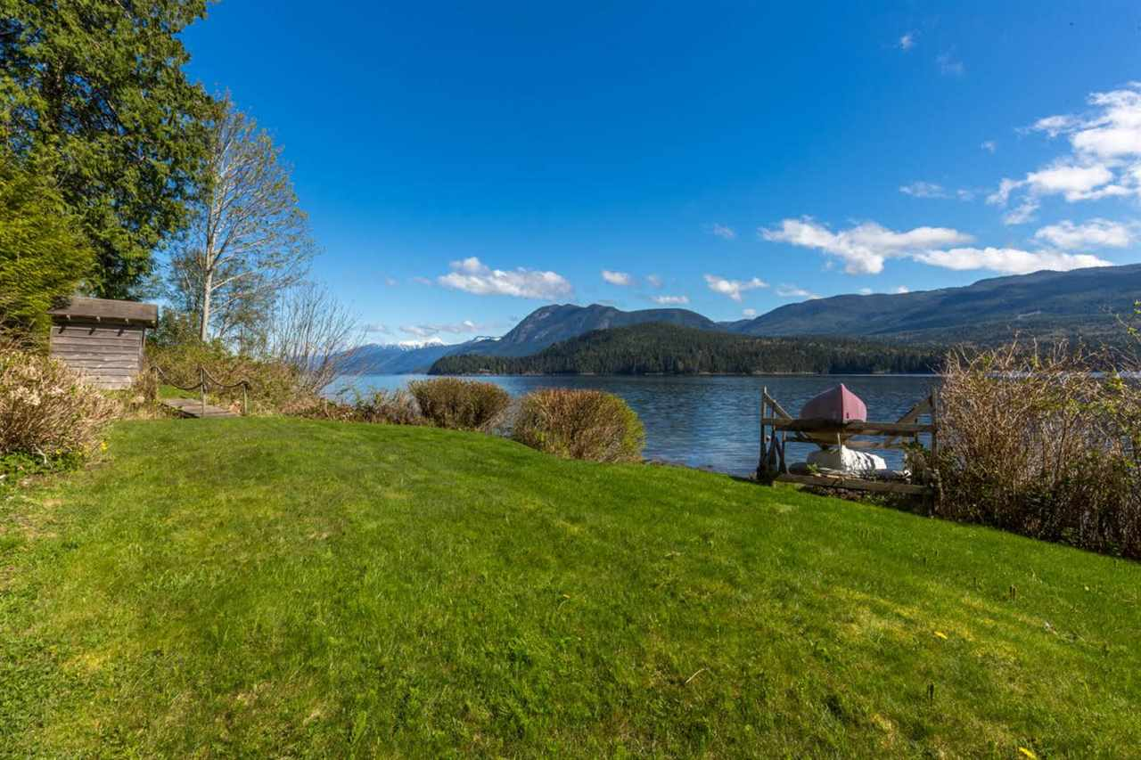 6384 NORTH GALE AVENUE, Sechelt, BC V0N 3A5