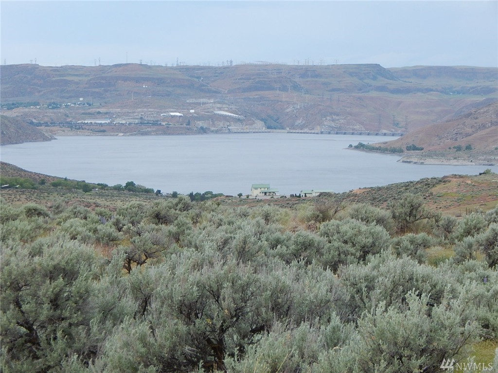 3220 Spring Canyon Rd E, Grand Coulee, WA 99133