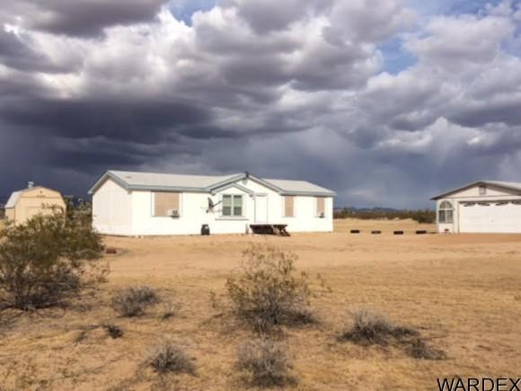 21570 S John Wayne Rd, Yucca, AZ 86438