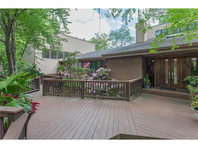 151 MANORWOOD Drive, Bloomfield Hills, MI 48304