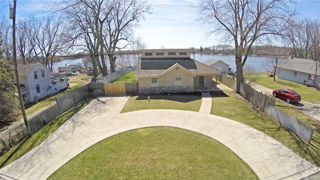 3760 Seymour Lake RD, Brandon Twp, MI 48462
