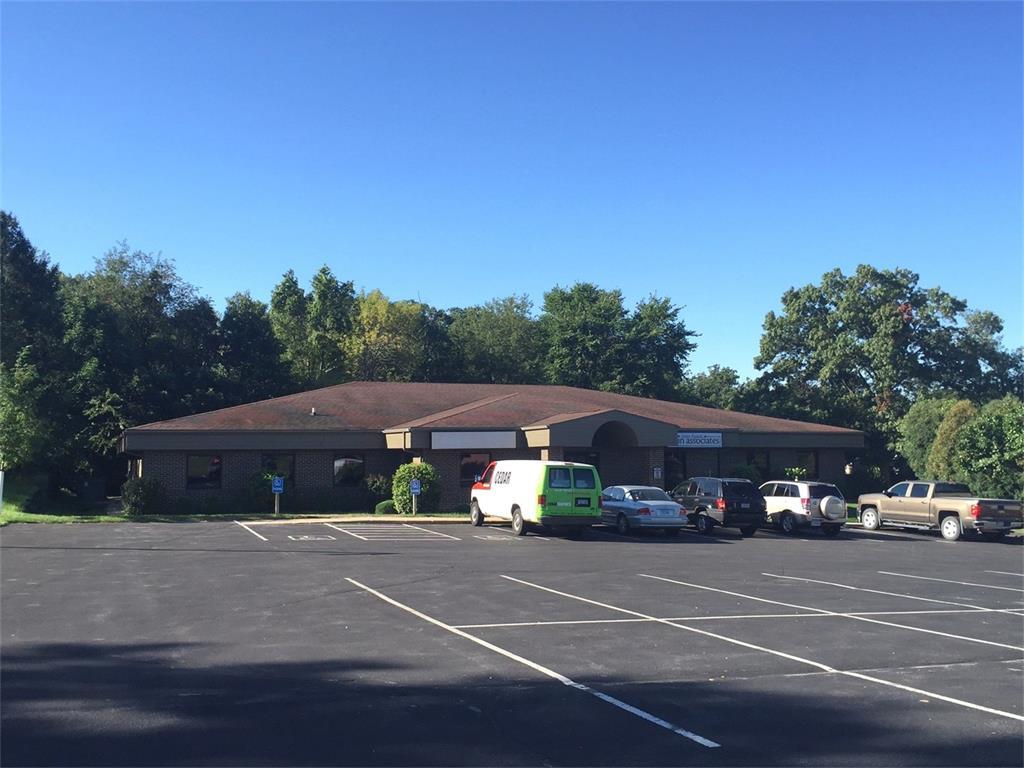 4201 Glass Road NE, Cedar Rapids, IA 52402