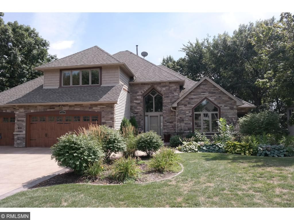 209 Innsbrook Lane, Burnsville, MN 55306