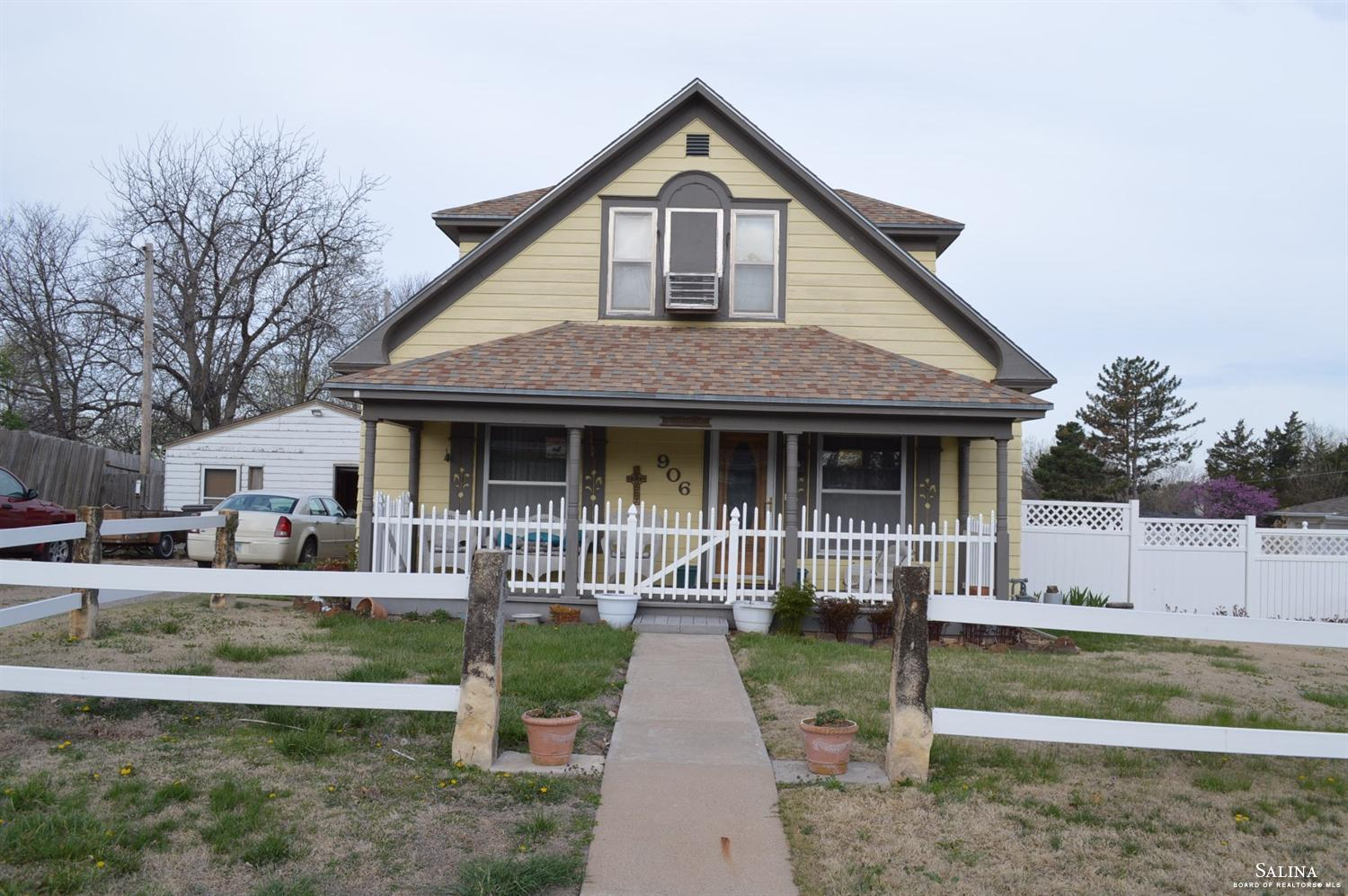 906 Paul Street, Ellsworth, KS 67439