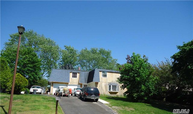 21 Clusterpine St, Medford, NY 11763