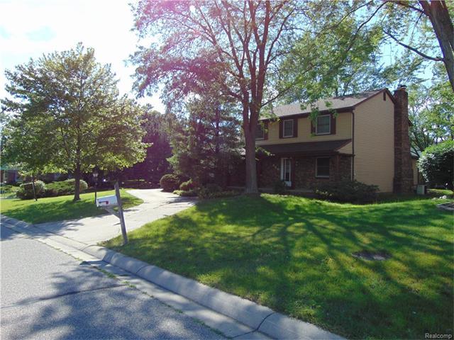 960 DOWNHILL Lane, Rochester Hills, MI 48307