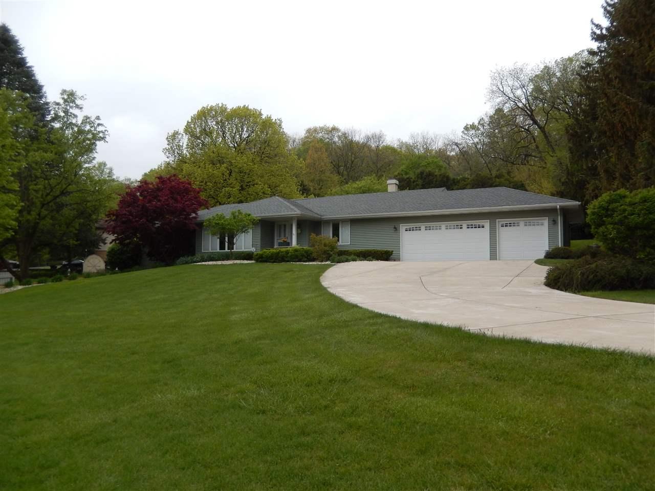 385 W Cartwright Lane, OREGON, IL 61061