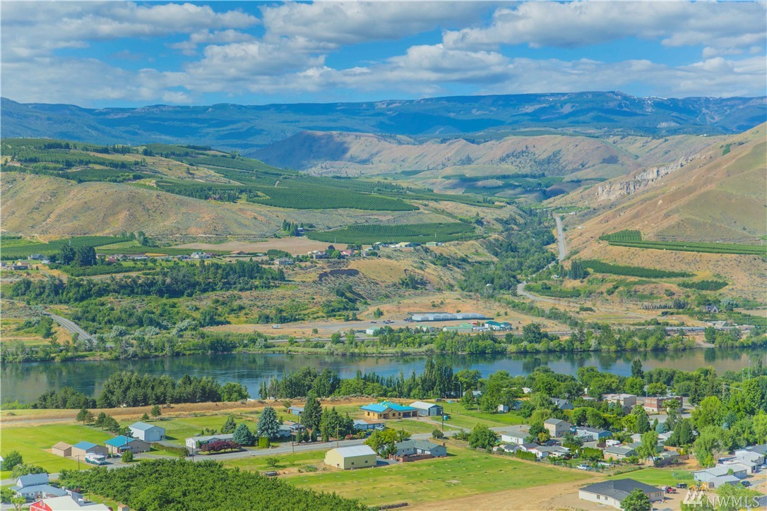2796 Falcon View Dr, East Wenatchee, WA 98802