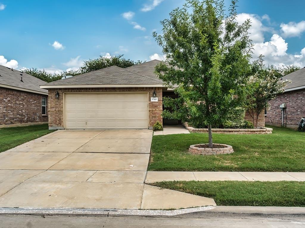 5745 Dunraven Trail, Fort Worth, TX 76244