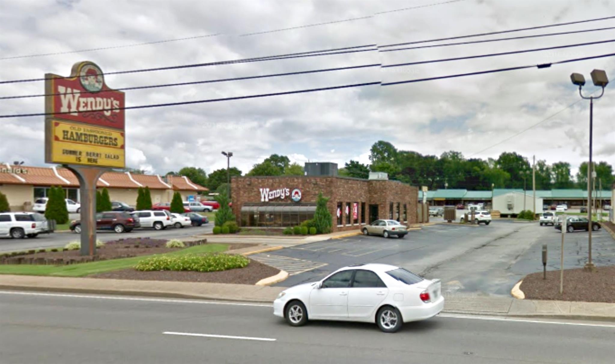 1214 Locust Ave, Lawrenceburg, TN 38464