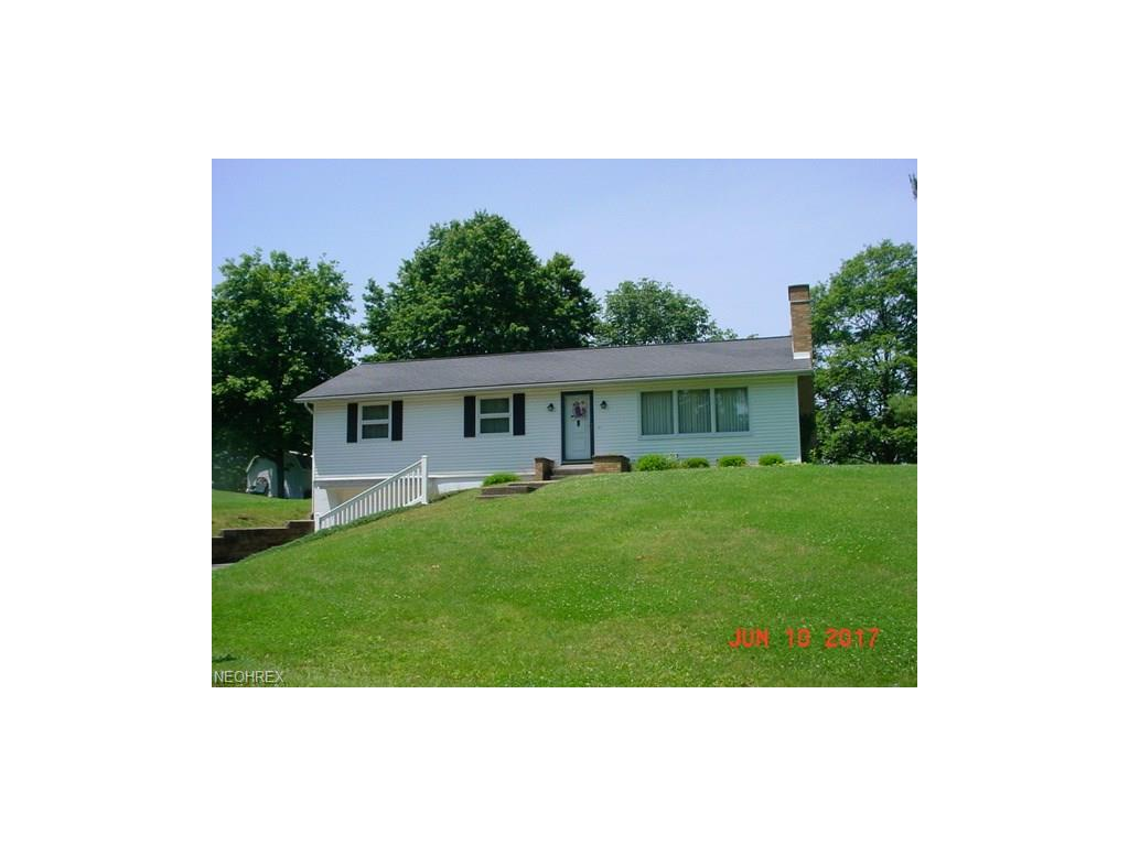 1688 Pleasant Valley Dr, Coshocton, OH 43812