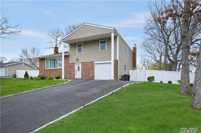 How Would You Like A $9 Electric Bill (Seasonal)? Home Includes Solar Panel Energy System, Security System W/ Surveillance System, Cac 2016, Fenced Backyard (Fence 2016), Driveway & Landscape Professionally Done. This Huge Home Offers Complete Renovations To The Entire Home. Absolute Must See.