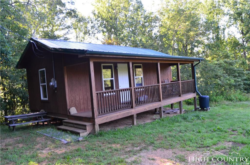 289 Bailey Settlement Road, Green Mountain, NC 28740