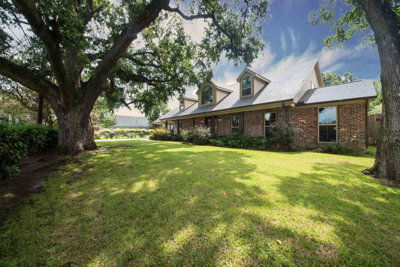 2621 8th St., Port Neches, TX 77651