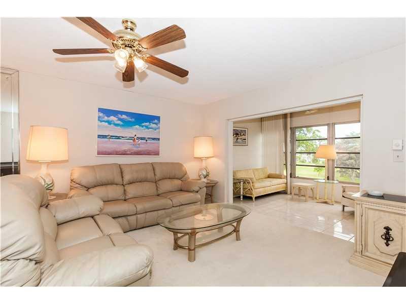 1030 Country Club Dr 402, Margate, FL 33063