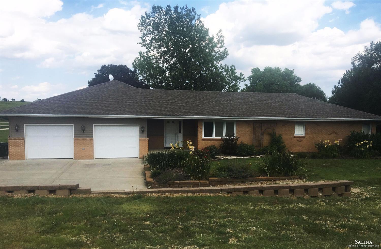 225 W Rafter M Lane, Salina, KS 67401