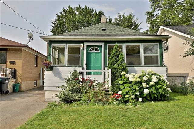 1042 Meredith Ave, Mississauga, ON L5E 2C7