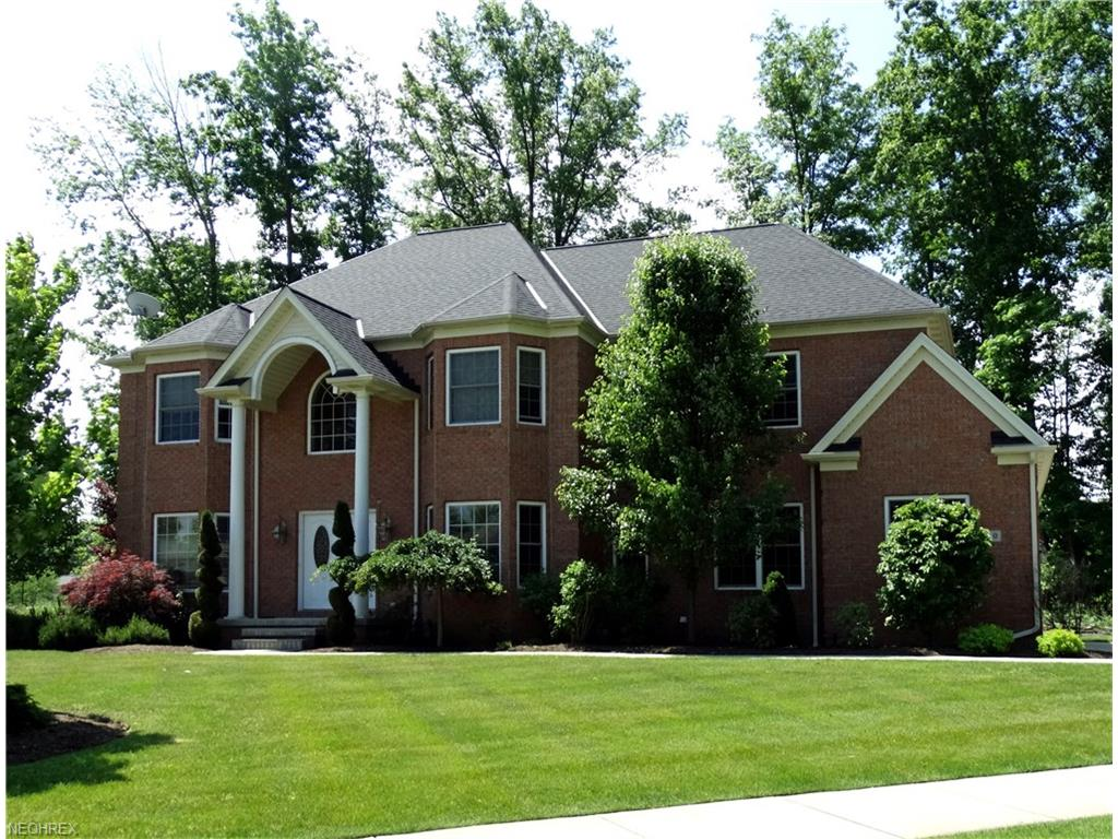 360 Glasgow Dr, Highland Heights, OH 44143