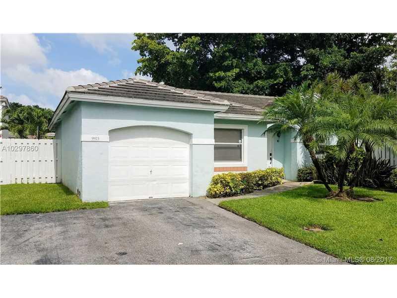 9923 NW 2nd Street, Plantation, FL 33324