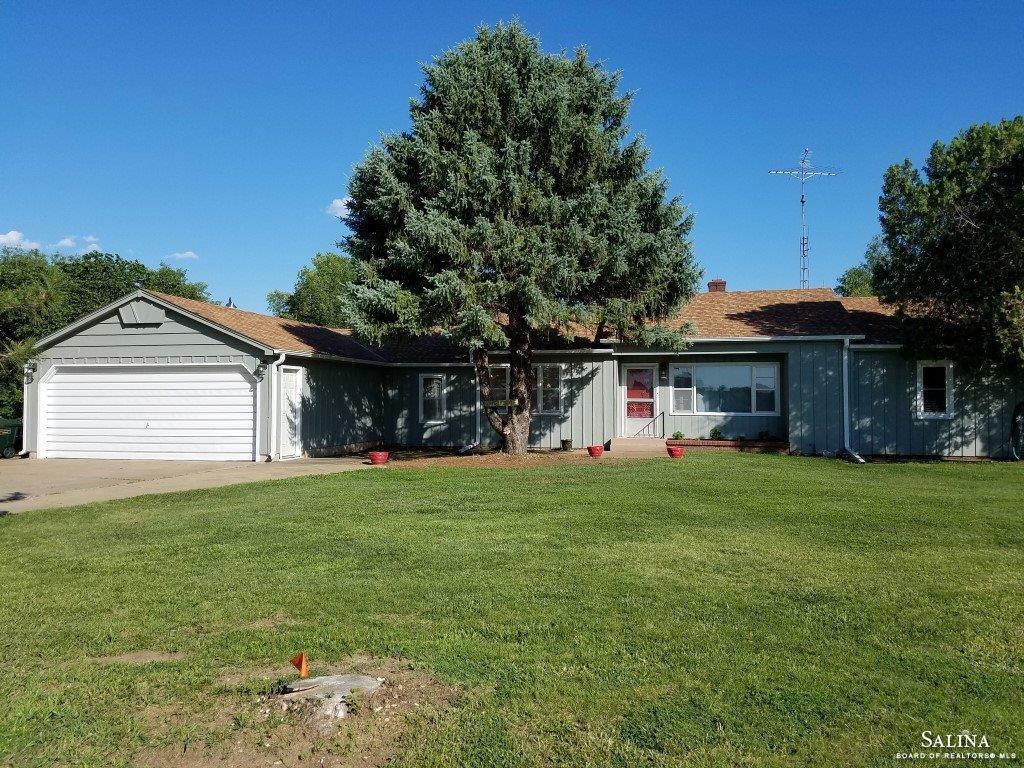 3832 E Country Club Road, Salina, KS 67401
