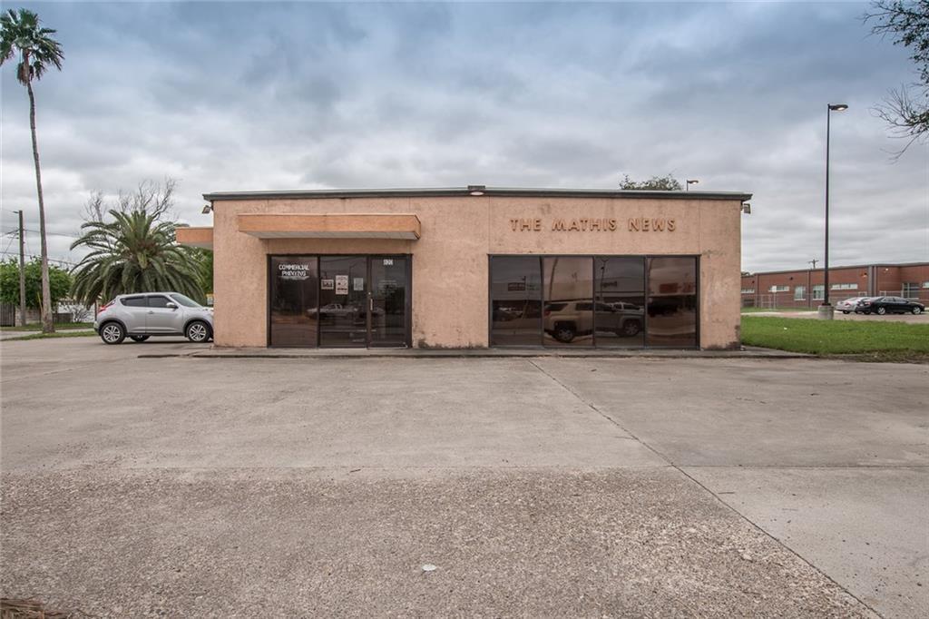 620 E San Patricio Ave, Mathis, TX 78368