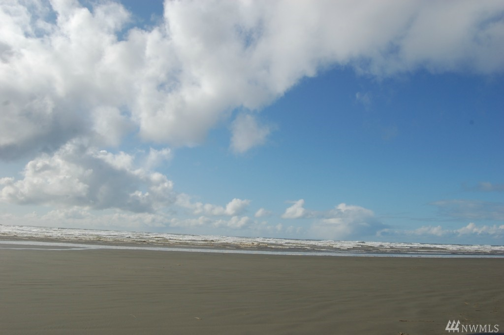 1059 Ocean Shores Blvd SW, Ocean Shores, WA 98569