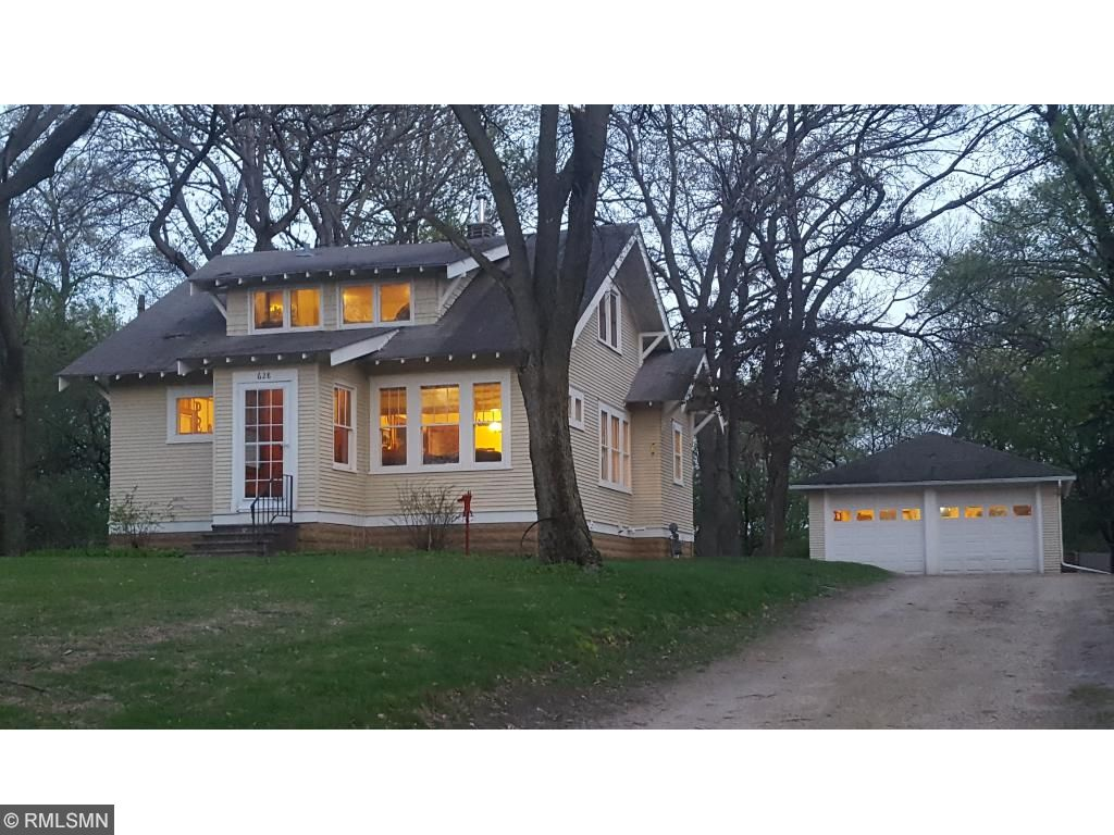 628 County Road B E, Maplewood, MN 55117